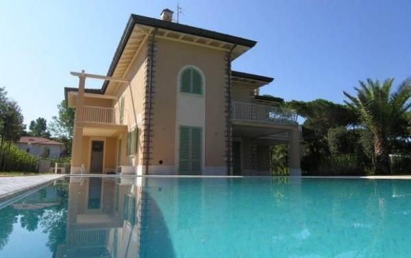 Villa-Villetta  in Vendita a Forte Dei Marmi