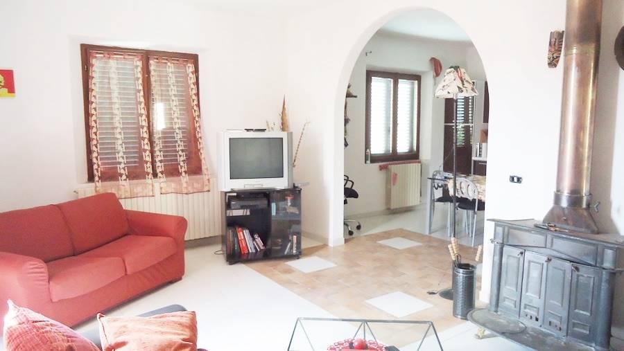 Villa in vendita a Castagneto Carducci, 7 locali, zona Zona: Donoratico, prezzo € 350.000 | CambioCasa.it