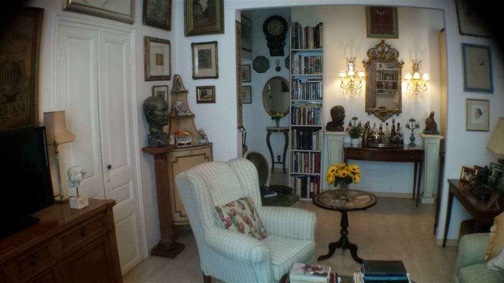 Appartamento in vendita a Ventimiglia, 5 locali, prezzo € 350.000 | Cambio Casa.it