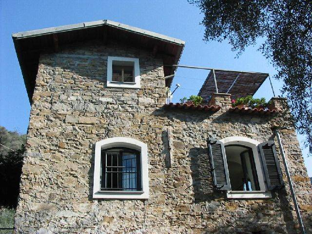 Soluzione Indipendente in vendita a Camporosso, 7 locali, zona Zona: Balloi, prezzo € 385.000 | Cambio Casa.it