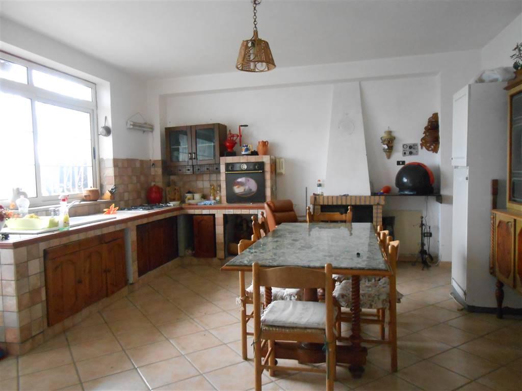 Soluzione Semindipendente in vendita a Lapio, 9 locali, zona Zona: nuclei abitati: Arianiello, prezzo € 140.000 | Cambio Casa.it