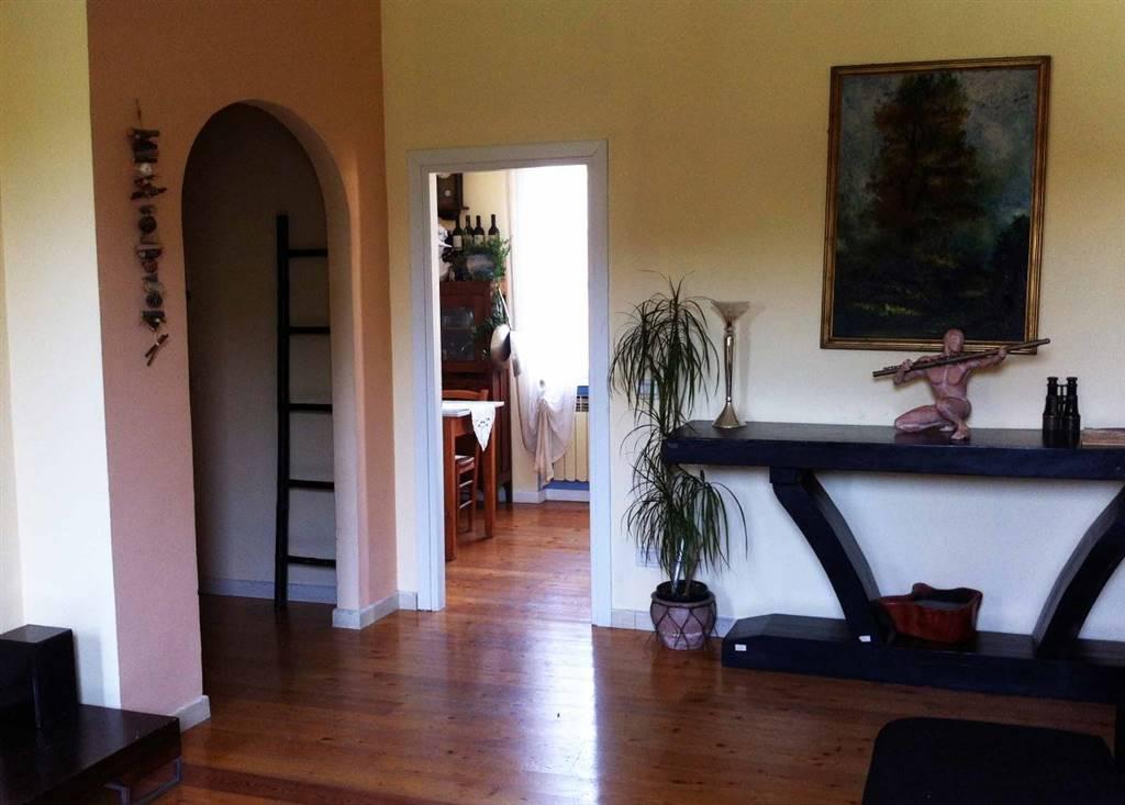Appartamento in vendita a Impruneta, 4 locali, zona Zona: Tavarnuzze, prezzo € 198.000 | CambioCasa.it