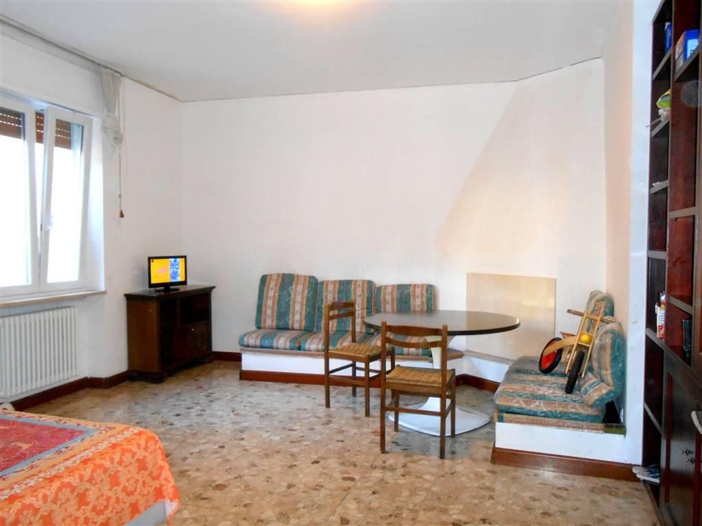 Trilocale in Stradone Porta Palio 30, San Zeno, Verona