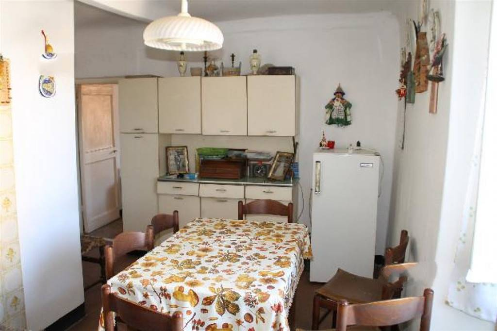 Appartamento in vendita a Vezzano Ligure, 4 locali, prezzo € 78.000 | Cambio Casa.it
