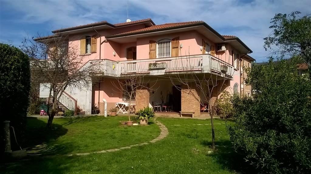 Villa in vendita a Santo Stefano di Magra, 8 locali, zona Zona: Ponzano Magra, prezzo € 400.000 | Cambio Casa.it