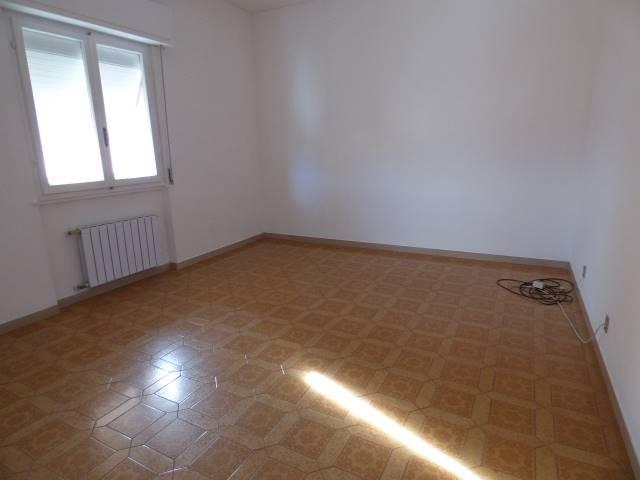 Appartamento in affitto a Bolano, 4 locali, zona Zona: Ceparana, prezzo € 600 | Cambio Casa.it