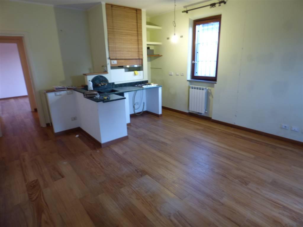 Appartamento in affitto a Santo Stefano di Magra, 4 locali, zona Località: SANTO STEFANO, prezzo € 600 | Cambio Casa.it