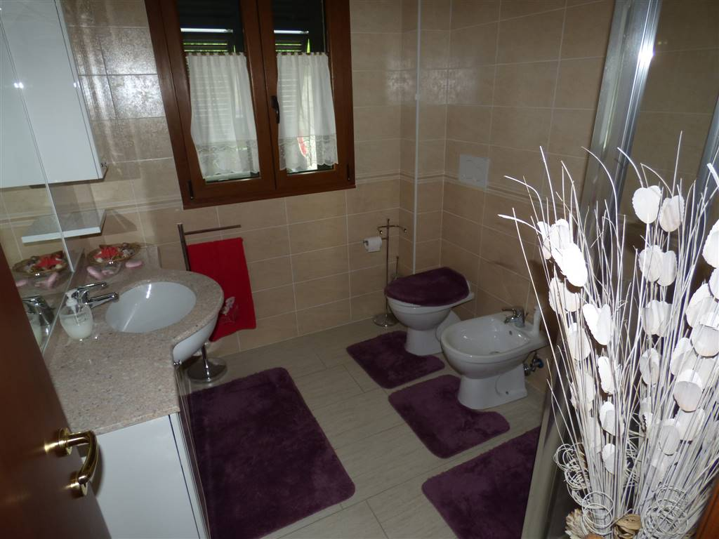 Villa in vendita a Bolano, 7 locali, zona Località: DEBBIO, prezzo € 370.000 | Cambio Casa.it