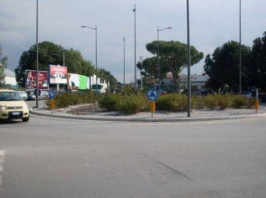 Negozio / Locale in affitto a Salerno, 9999 locali, zona Località: INDUSTRIALE, Trattative riservate | Cambio Casa.it