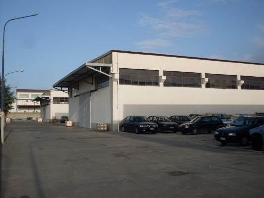 Capannone in vendita a Salerno, 10 locali, zona Località: INDUSTRIALE, Trattative riservate | Cambio Casa.it