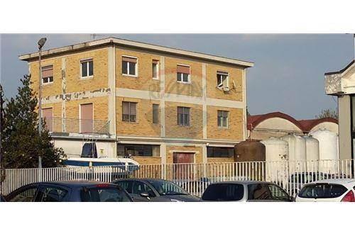 Capannone in affitto a Salerno, 6 locali, zona Località: INDUSTRIALE, prezzo € 2.000 | Cambio Casa.it