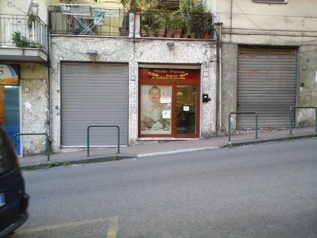 Negozio / Locale in affitto a Salerno, 9999 locali, zona Zona: Carmine, prezzo € 550 | Cambio Casa.it