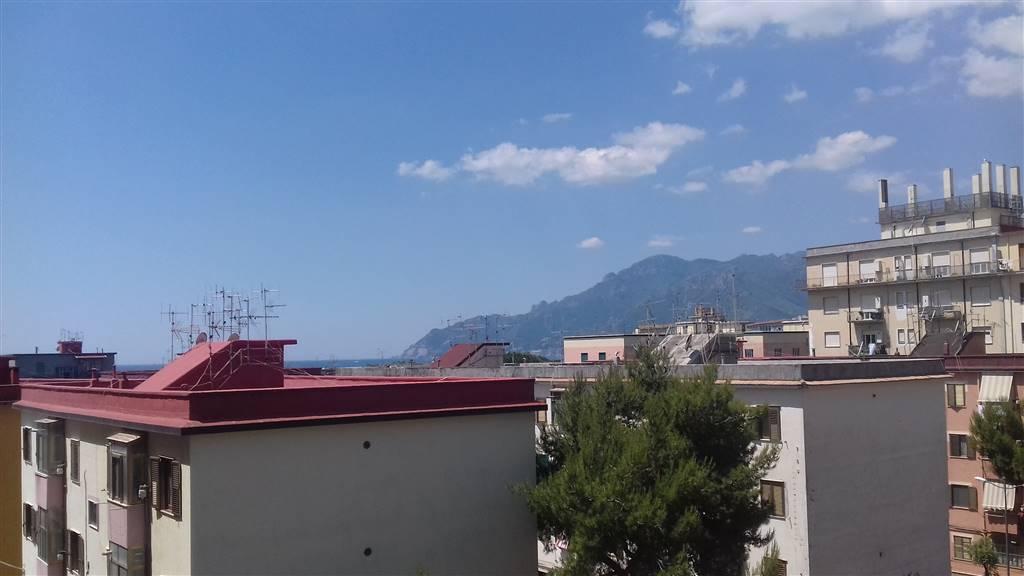 Appartamento in affitto a Salerno, 3 locali, zona Zona: Torrione, prezzo € 750 | Cambio Casa.it