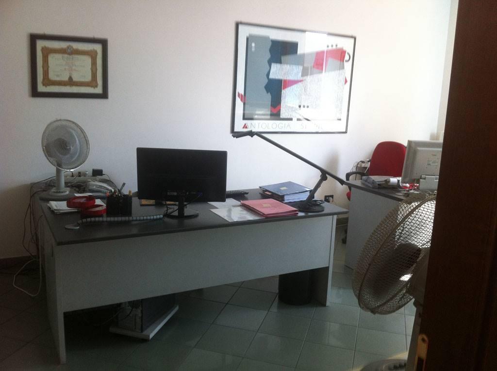 Ufficio / Studio in vendita a Noceto, 3 locali, zona Zona: Pontetaro, prezzo € 85.000 | CambioCasa.it
