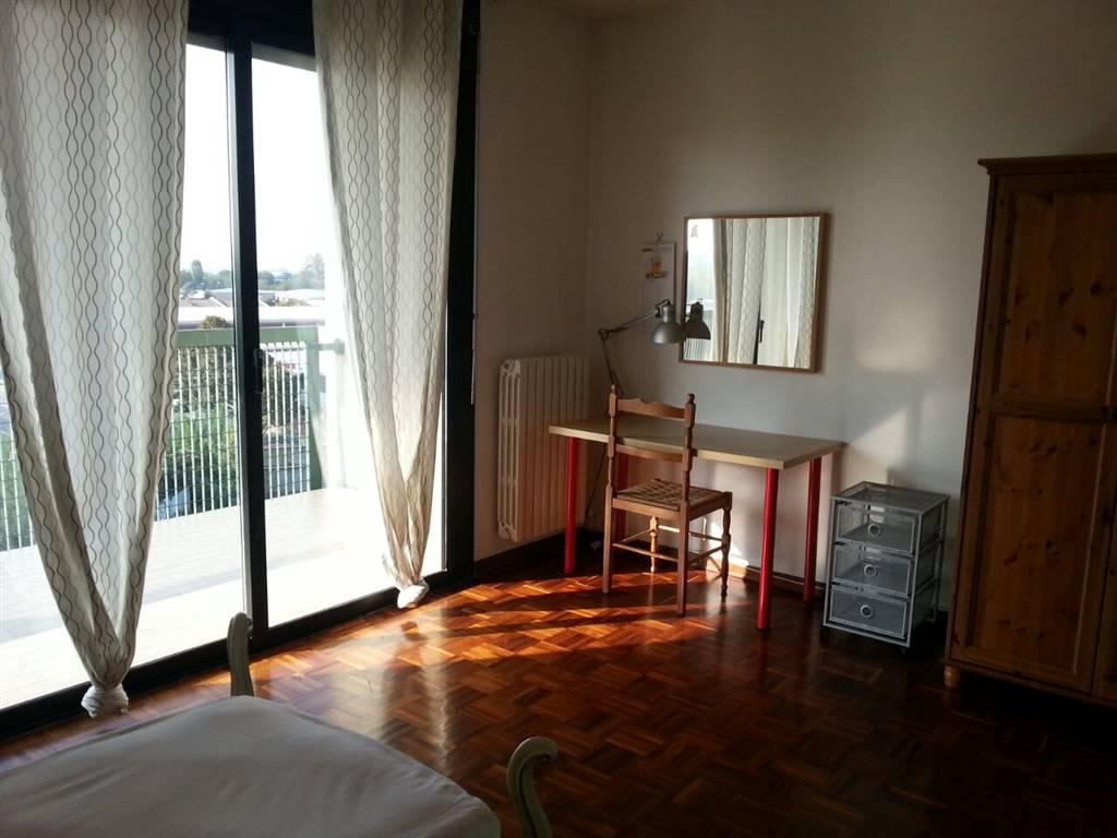 Appartamento in vendita a Parma, 7 locali, zona Zona: Pablo - Prati Bocchi - Osp. Maggiore , prezzo € 210.000 | CambioCasa.it