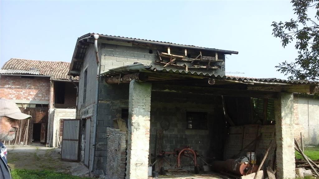 Rustico / Casale in vendita a Mezzani, 5 locali, zona Zona: Casale, prezzo € 80.000 | CambioCasa.it