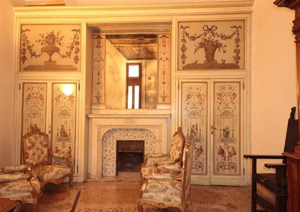Appartamento in Via Del Gesu, Centro Storico, Roma