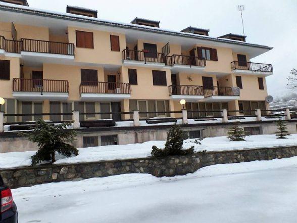 Proponiamo a Argentera (Cn), in  complesso residenziale, un appartamento composto da ingresso su soggiorno con camino, angolo cottura, bagno, scala