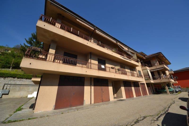 Vendesi alloggio di circa 90 mq,al primo piano di una piccola palazzina, composto da ingresso, soggiorno con angolo cottura con accesso diretto a