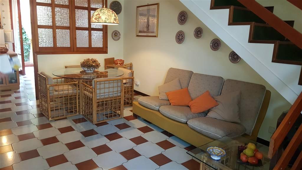Appartamento in affitto a Aci Castello, 4 locali, zona Zona: Cannizzaro, prezzo € 650 | Cambio Casa.it