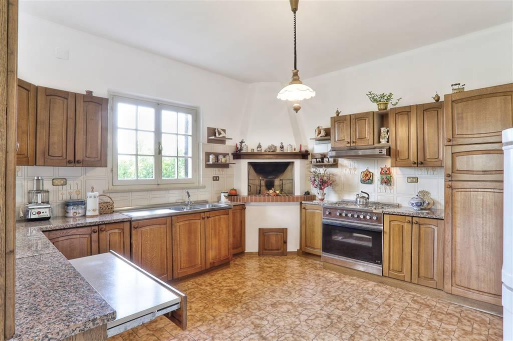 Villa in vendita a Castagneto Carducci, 8 locali, zona Zona: Donoratico, prezzo € 890.000   Cambio Casa.it