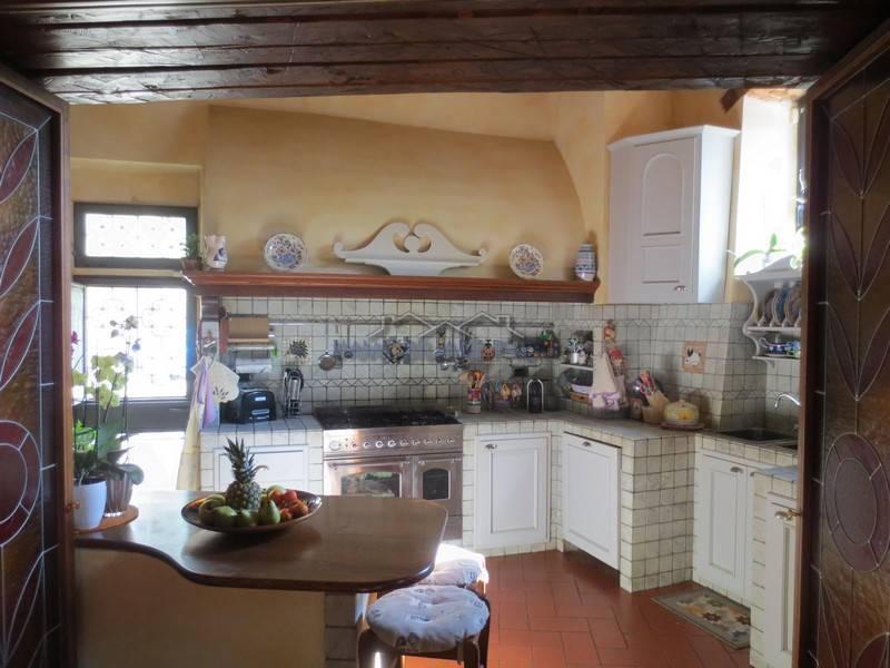 Rustico / Casale in vendita a Scandicci, 9 locali, prezzo € 850.000 | CambioCasa.it