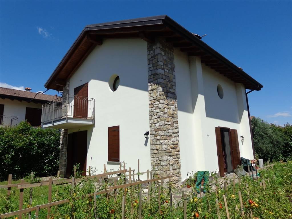 Villa, Roncello, in ottime condizioni