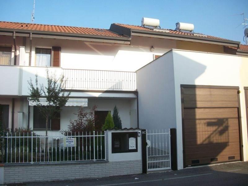 Villa a Schiera in vendita a Sant'Angelo Lodigiano, 4 locali, zona Zona: Ranera, prezzo € 170.000 | CambioCasa.it