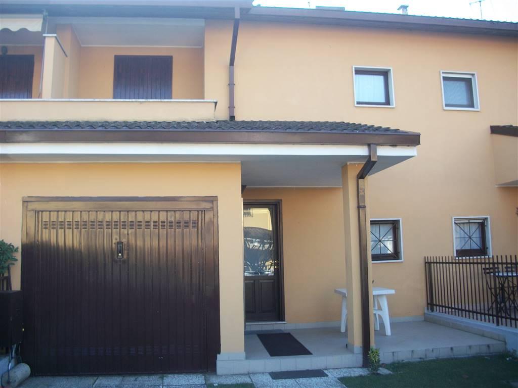 Villa a Schiera in vendita a Sant'Angelo Lodigiano, 7 locali, prezzo € 188.000 | CambioCasa.it