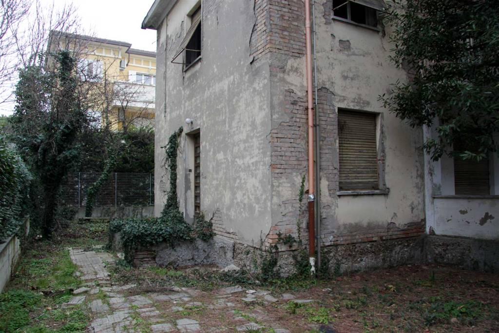 Soluzione Indipendente in vendita a Rimini, 6 locali, zona Zona: Marina Centro, prezzo € 560.000 | Cambio Casa.it
