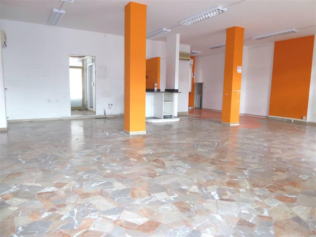 Negozio / Locale in affitto a Scandicci, 2 locali, zona Località: CENTRO, prezzo € 1.500 | Cambio Casa.it