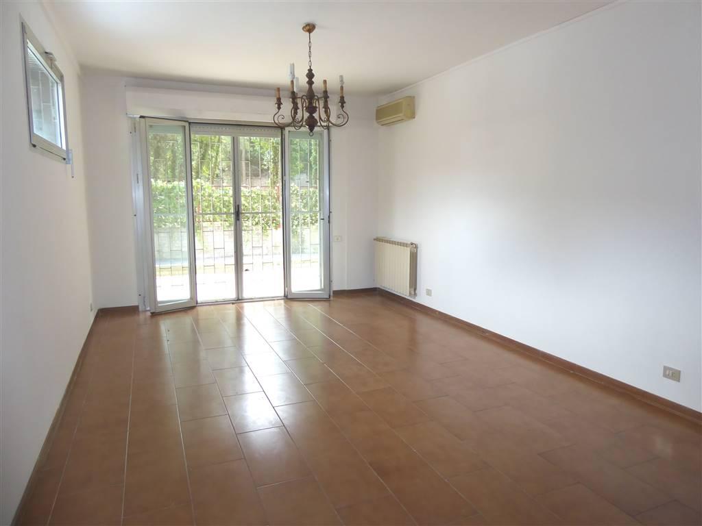 Appartamento in affitto a Firenze, 3 locali, zona Zona: 10 . Leopoldo, Rifredi, prezzo € 900   CambioCasa.it