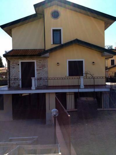 Villa Bifamiliare in Vendita a Trecastagni