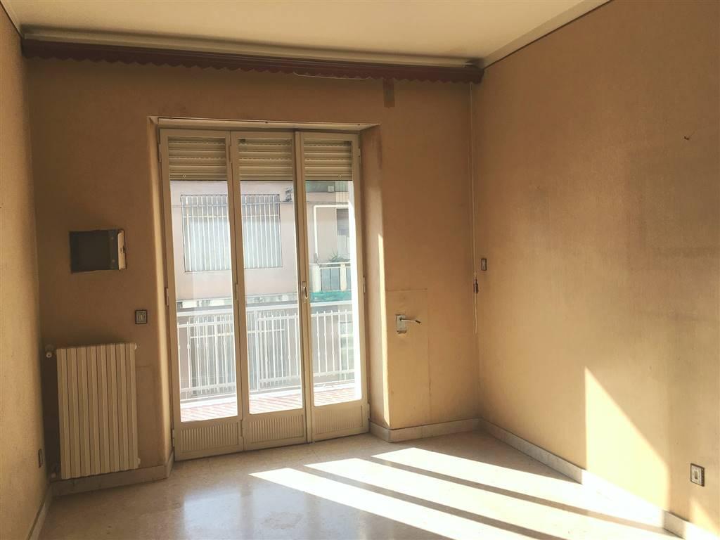 Appartamento in affitto a Catania, 6 locali, zona Località: CORSO ITALIA, prezzo € 800 | CambioCasa.it