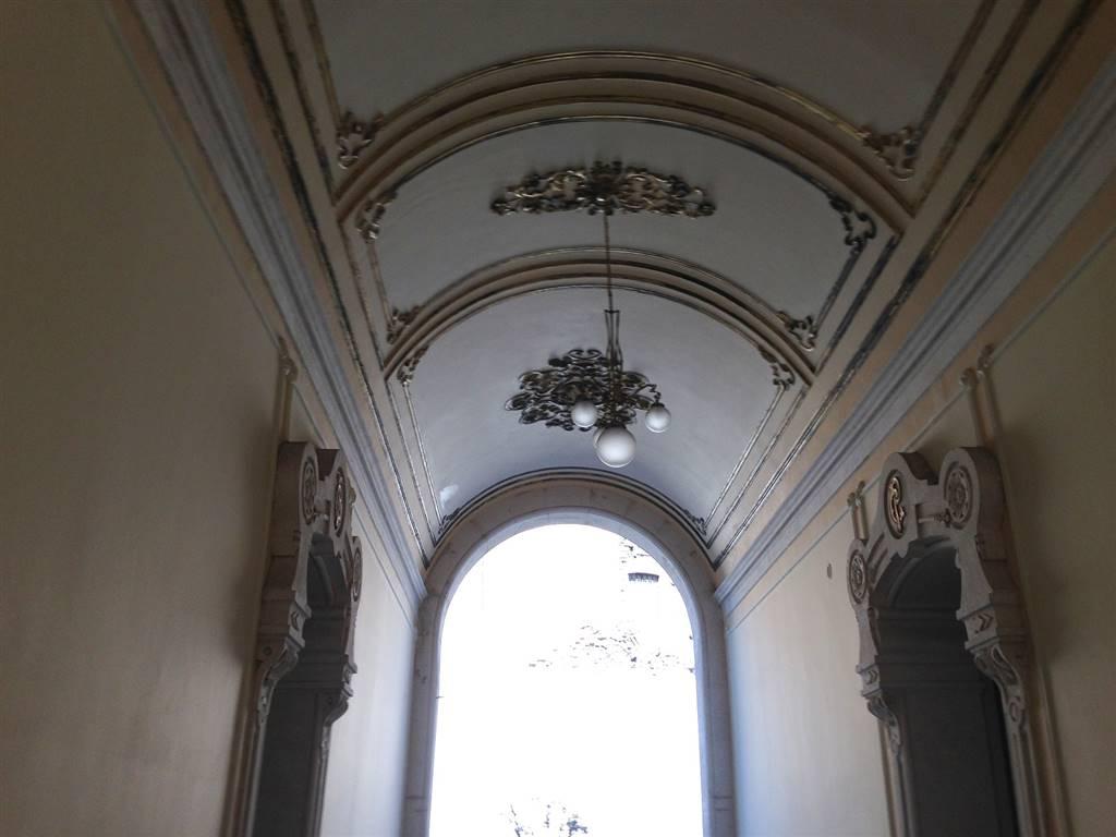 Appartamento in affitto a Catania, 5 locali, zona Località: BORGO, prezzo € 1.000 | CambioCasa.it