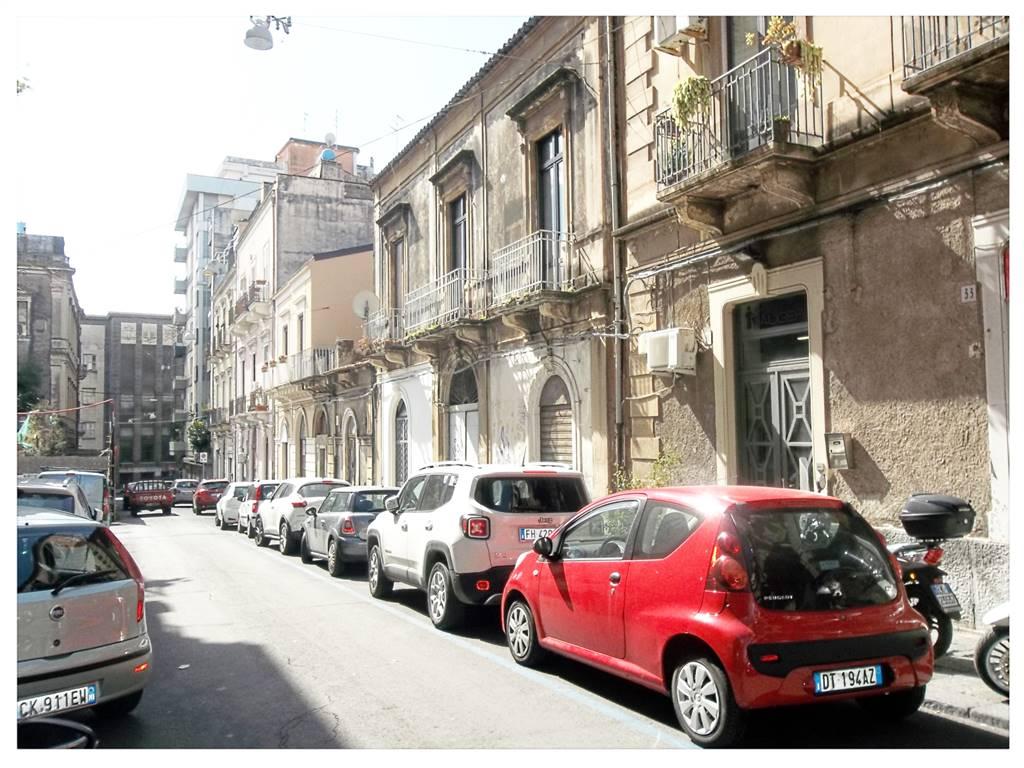 Case in affitto e vendita a catania for Monovano arredato catania