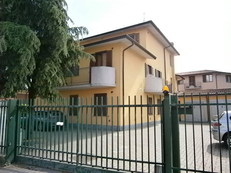 Case in affitto e vendita a dovera for Affitto arredato cremona privato