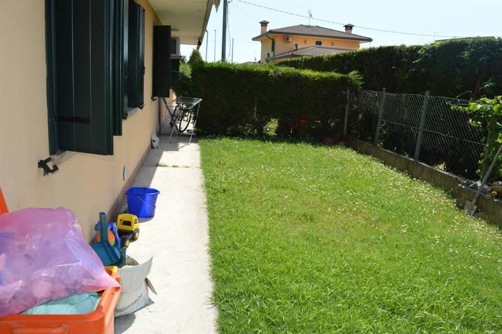 Villa Bifamiliare in vendita a Correzzola, 5 locali, zona Zona: Civè, prezzo € 140.000 | CambioCasa.it