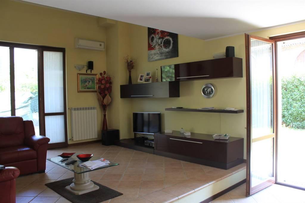 Villa a Schiera in vendita a Sant'Angelo Lodigiano, 4 locali, zona Zona: Galeotta, prezzo € 200.000 | CambioCasa.it