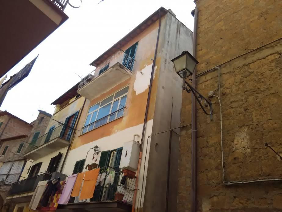 Appartamento in vendita a Vetralla, 4 locali, prezzo € 65.000 | Cambio Casa.it