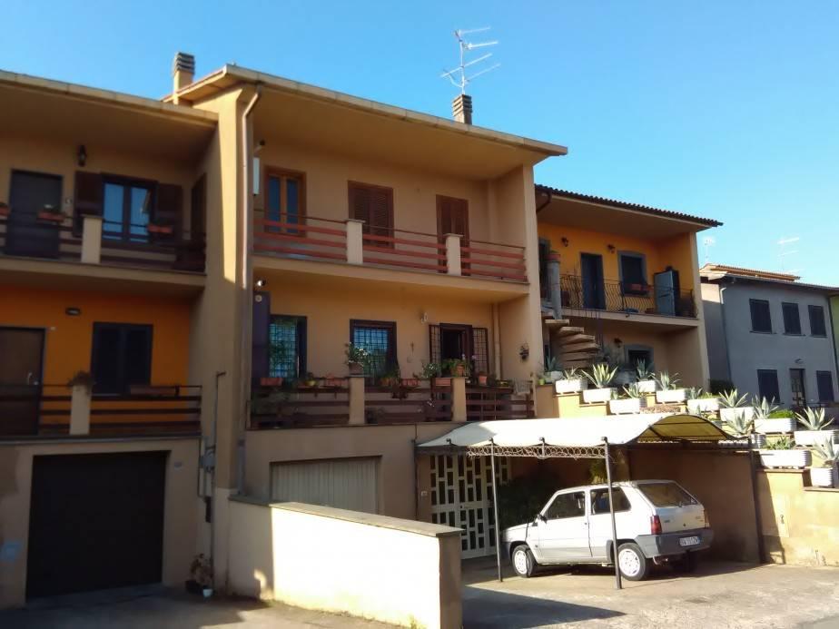 Appartamento in vendita a Vetralla, 7 locali, prezzo € 125.000 | Cambio Casa.it