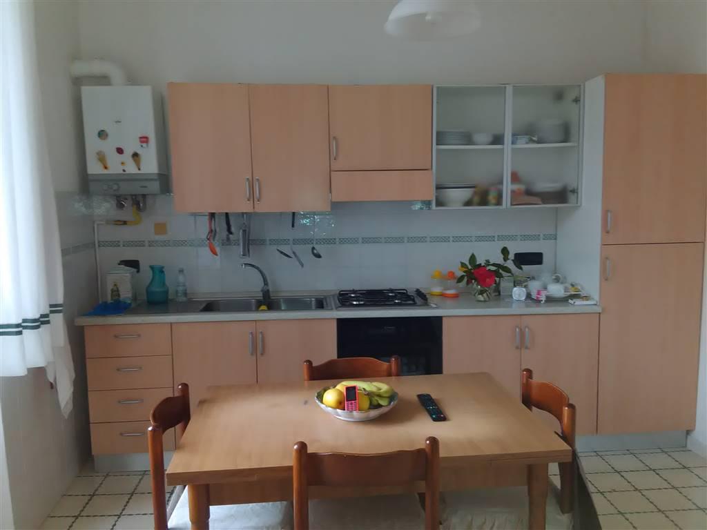 Appartamento in vendita a Vetralla, 6 locali, prezzo € 135.000 | Cambio Casa.it