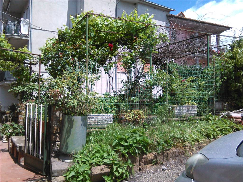 Soluzione Indipendente in vendita a Vetralla, 6 locali, zona Zona: La Botte, prezzo € 140.000 | Cambio Casa.it