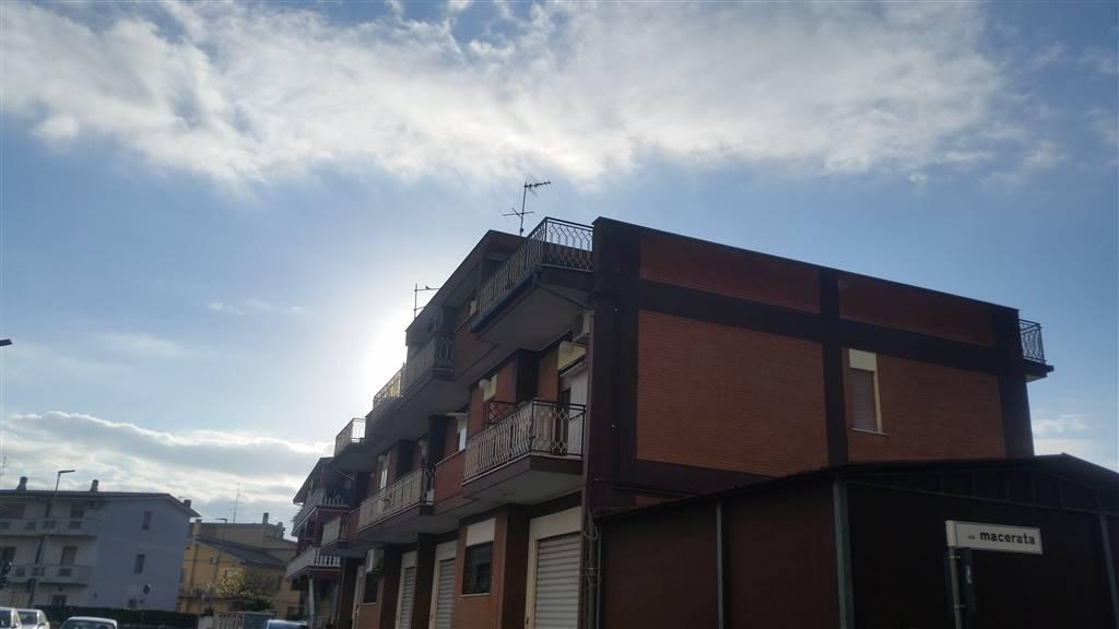 Appartamento in affitto a Pomezia, 2 locali, prezzo € 450 | CambioCasa.it