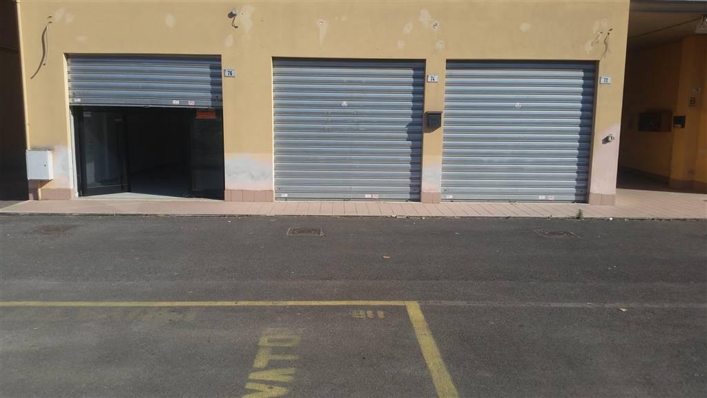 Negozio / Locale in affitto a Latina, 9999 locali, zona Zona: Latina Scalo, prezzo € 700 | CambioCasa.it