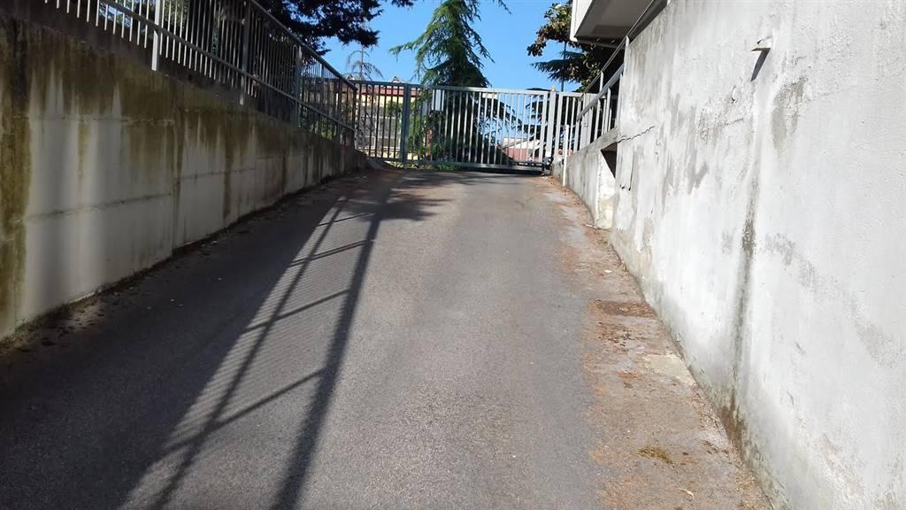 garage-Box-posto auto  in Vendita a Vasto