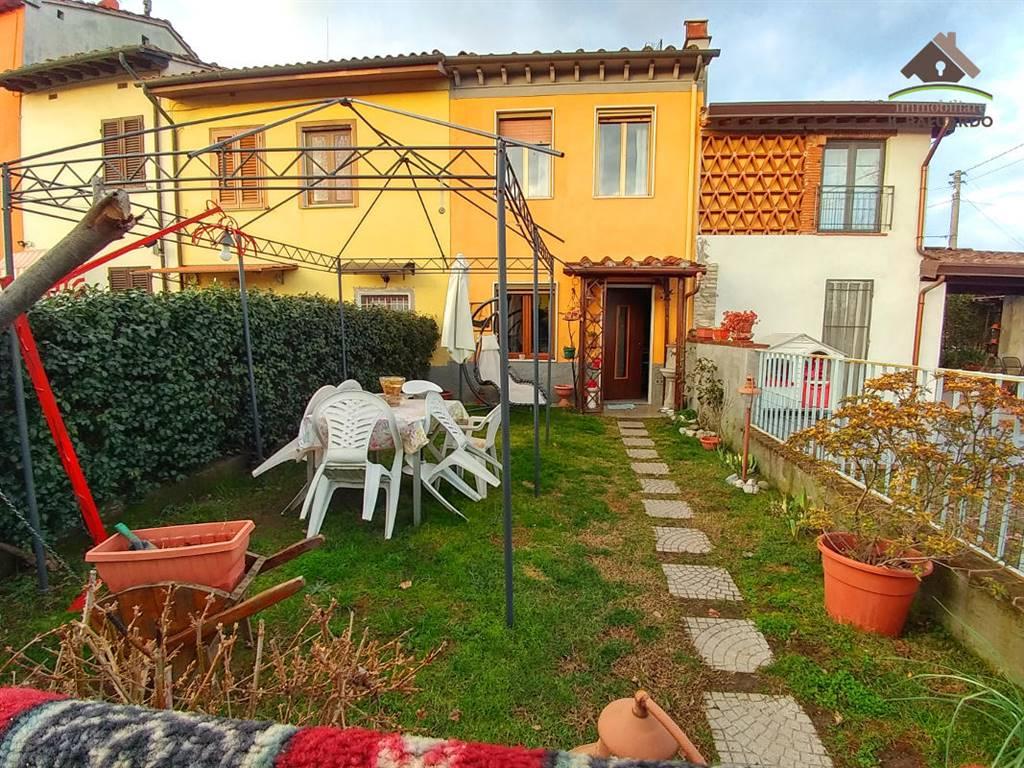 Casa  in Vendita a Lucca