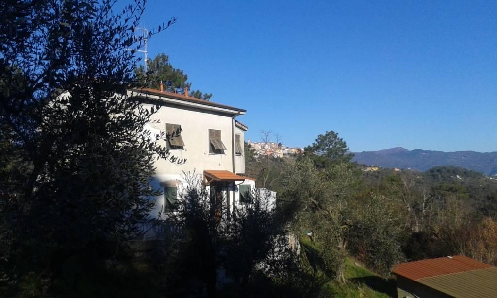 Villa in vendita a Vezzano Ligure, 6 locali, zona Zona: Vezzano Superiore, prezzo € 195.000 | Cambio Casa.it