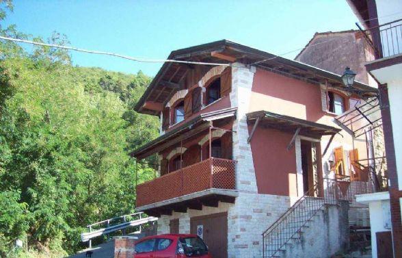 Soluzione Indipendente in vendita a Bolano, 4 locali, zona Zona: Montebello di Mezzo, prezzo € 90.000 | Cambio Casa.it