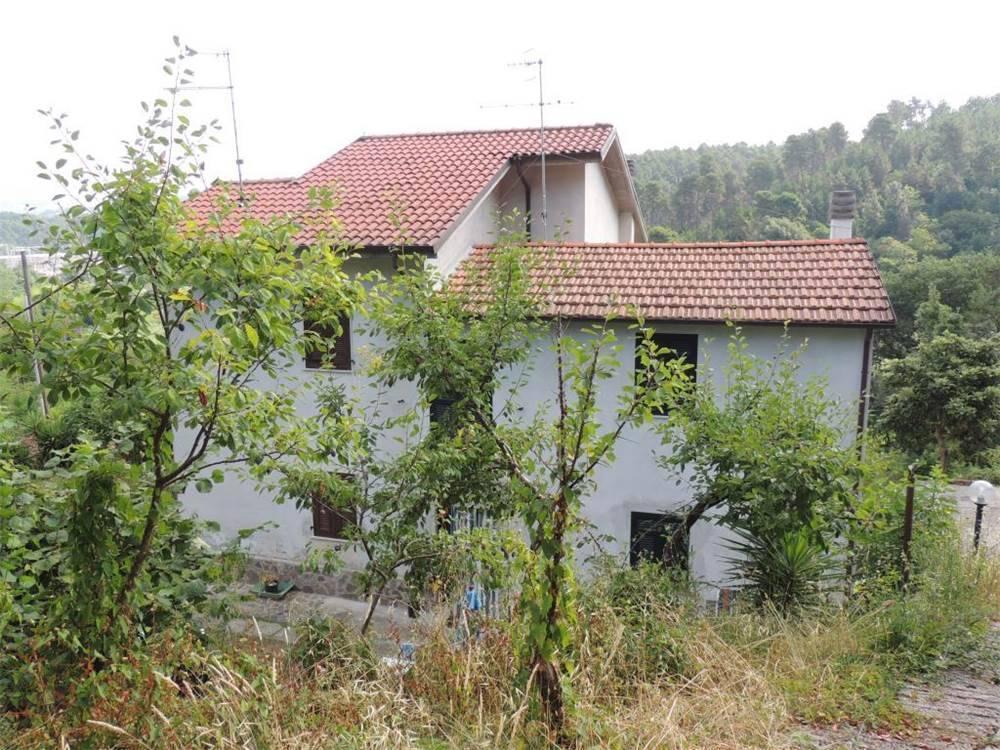 Villa in vendita a La Spezia, 8 locali, zona Località: PIANAZZE, prezzo € 235.000 | CambioCasa.it